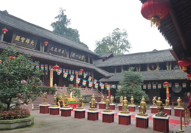 Baoguo Temple I © Jacques Beaulieu/Flickr