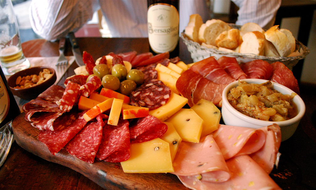 Charcuterie and beer| ©Valerie Hinojosa/Flickr