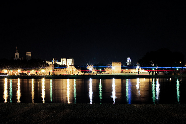 Avignon by night | © PearlyPictures/Flickr