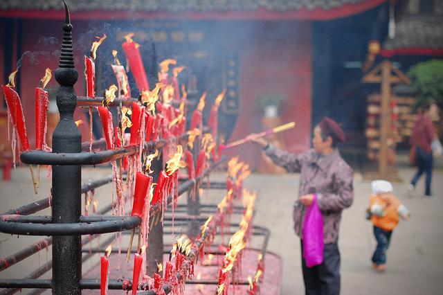 Incense in Sichuan I © timquijano/Flickr