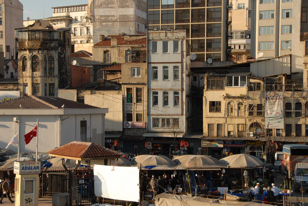 Beyoğlu streets | © Np&djjewell/Flickr
