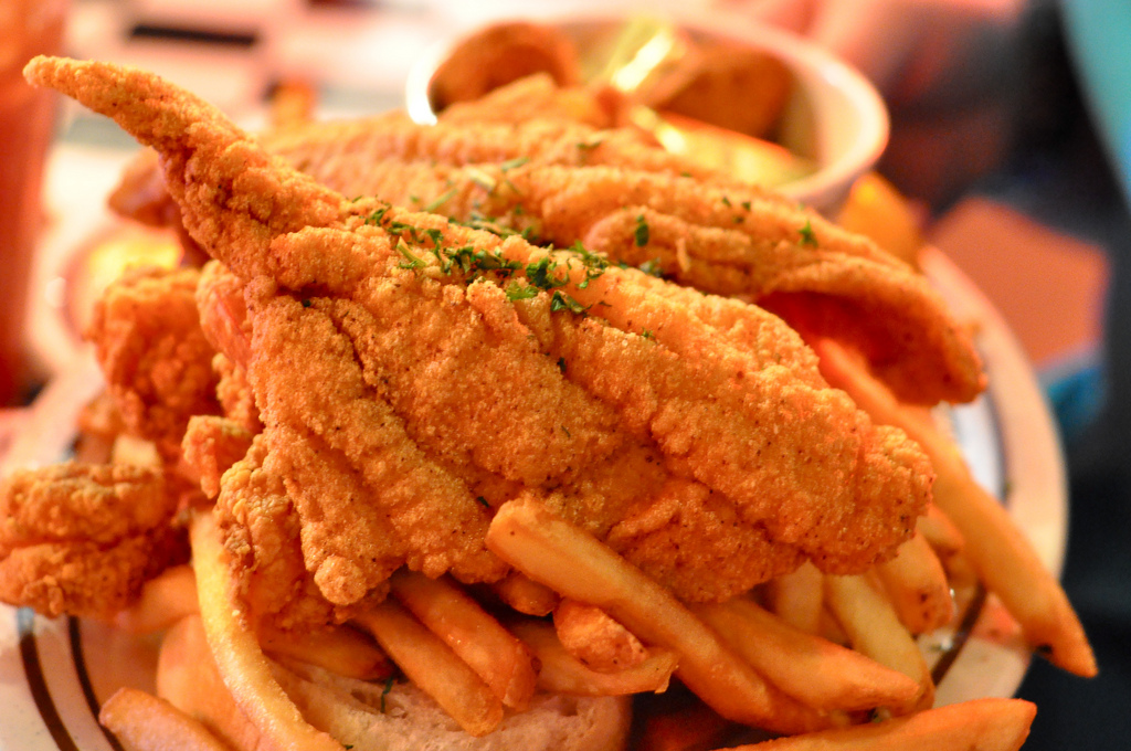 Shrimp and Catfish Platter | © Kimberly Vardeman/Flickr