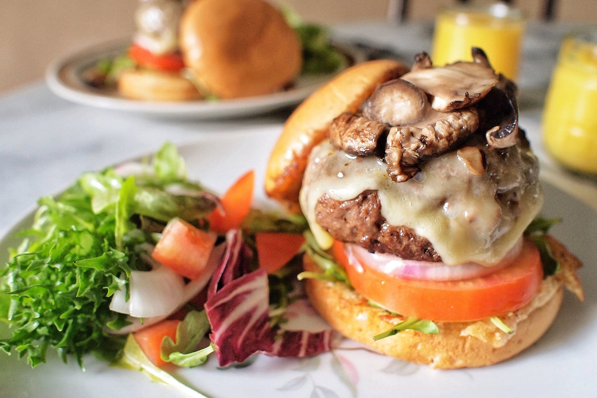 Burgers and Brunch©JonathanLin/Flickr