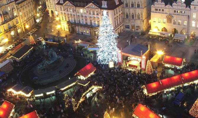 Christmas market on Old Town Square, Prague 2006 | © Hynek Moravec/WikiCommons