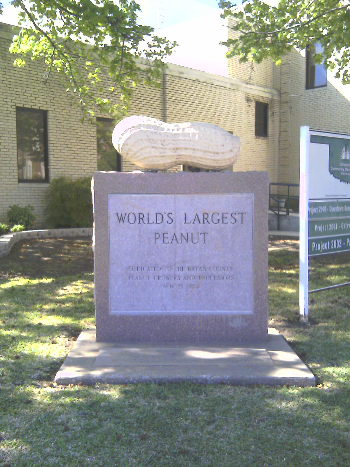 World's Largest Peanut monument in Durant   © Chefbrad66/WikiCommons