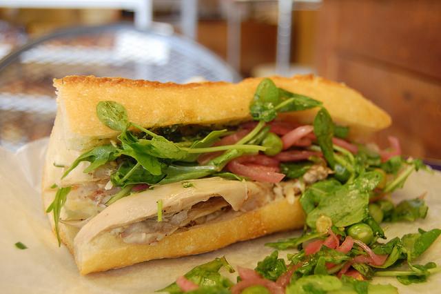 Chicken sandwich I © stu_spivack/Flickr