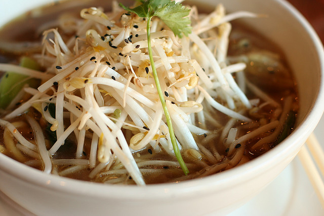 Yangtze River Noodle Bowl at the Yaletown Brewing Company © Geoff Peters/Flickr