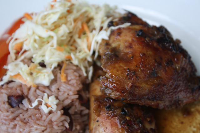 Jerk chicken plate I © Naotake Murayama/Flickr