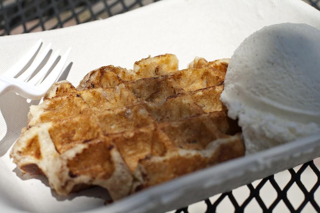 Bruges Waffles and Frites © Sam Klein / Flickr