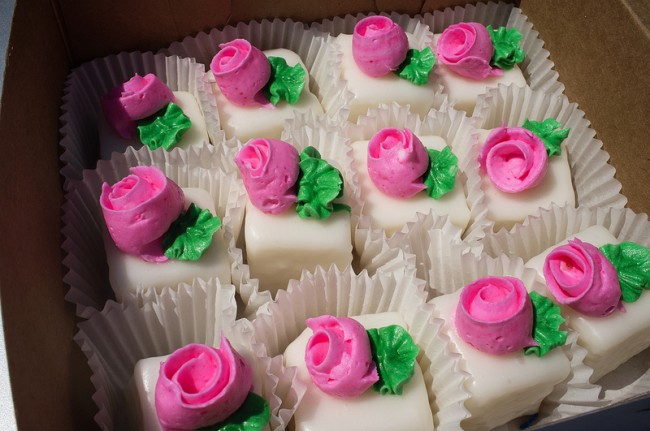 Shashy's petit fours  © Ralph Daily/Flickr