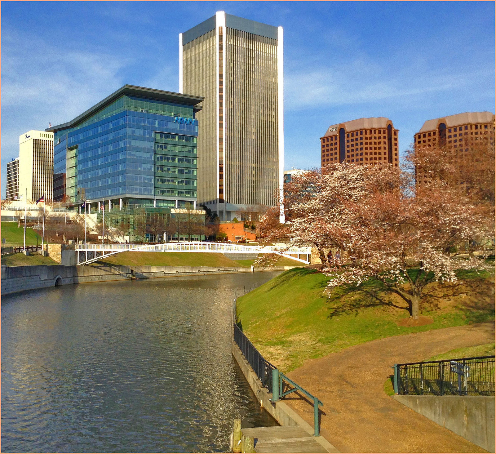 View of Downtown Richmond (VA) from Brown's Island April 2015 | ©Ron Cogswell/Flickr