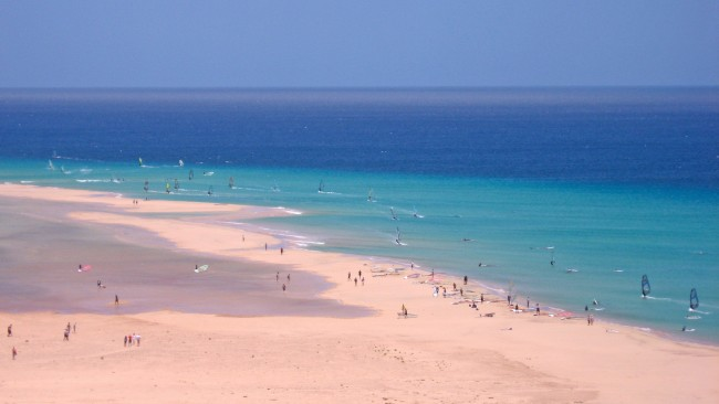Surfers at Playa de Sotavento | © 16:9clue/Flickr