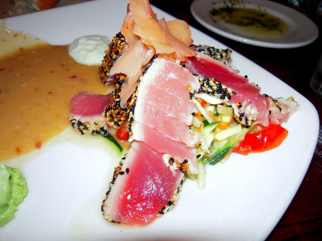 Pan Seared Ahi Tuna from Connor's Steak House | © Samson Loo/Flickr