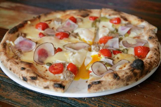 Breakfast pizza | © Alexis Lamster/Flickr