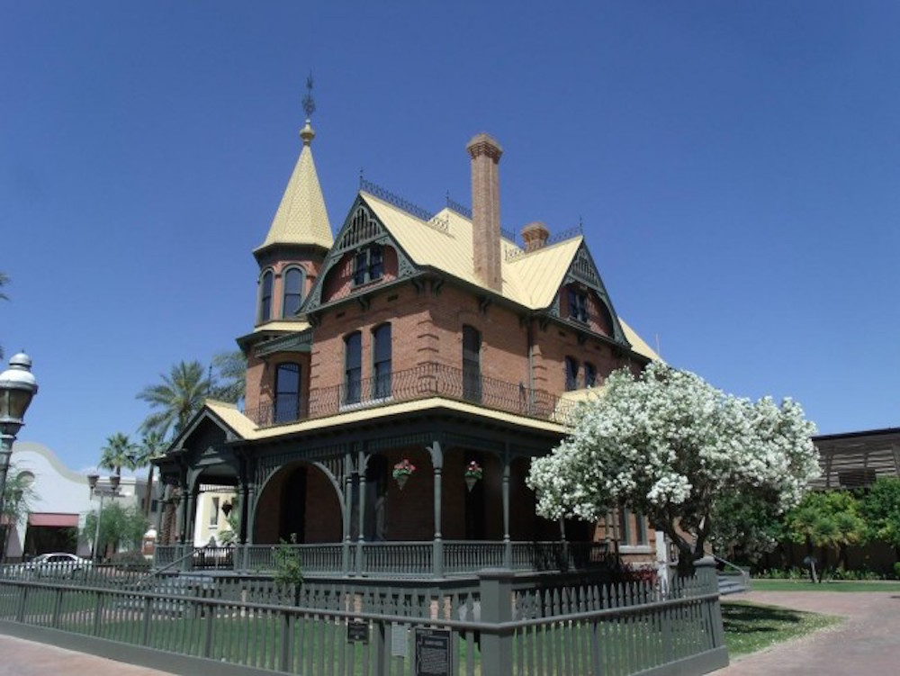 Phoenix's Heritage Park encompasses the city's Victorian history © Marine 69-71