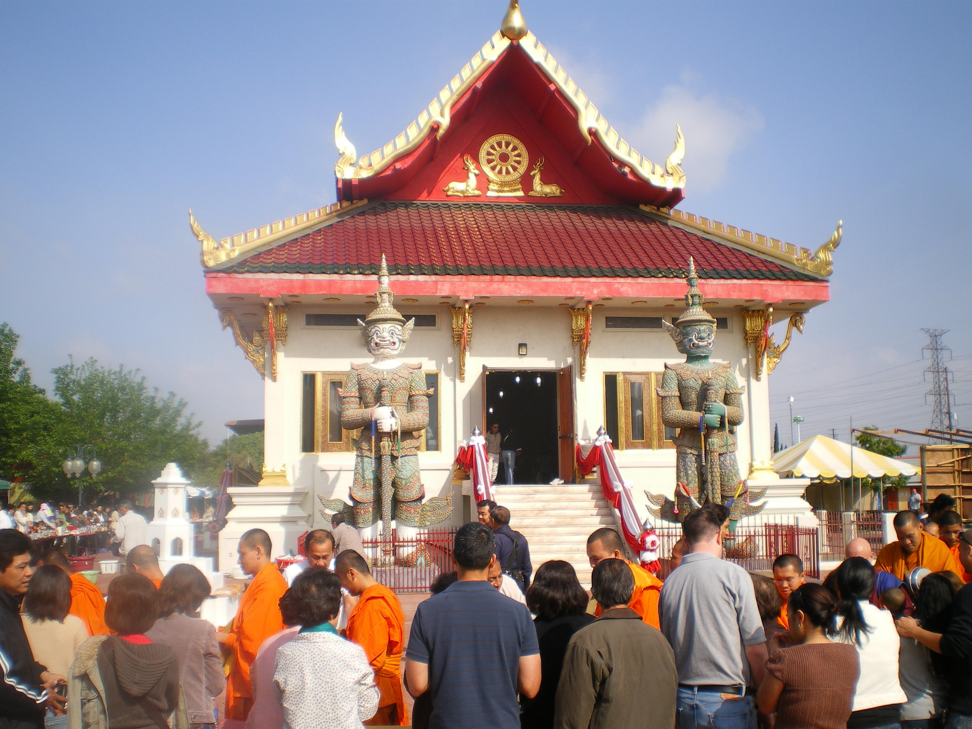 Songkran_at_Wat_Thai_in_Los_Angeles,_April_2008