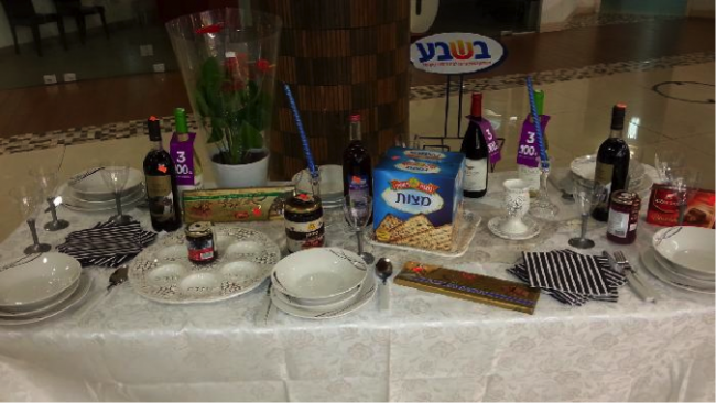 Passover Table at a Supermarket in the Ma'ale Adumim Mall | © Jacob Richman