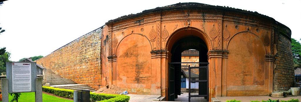Ruined Bangalore Fort,2013/©Nicholas Bros and Pradhan V./WikiCommons