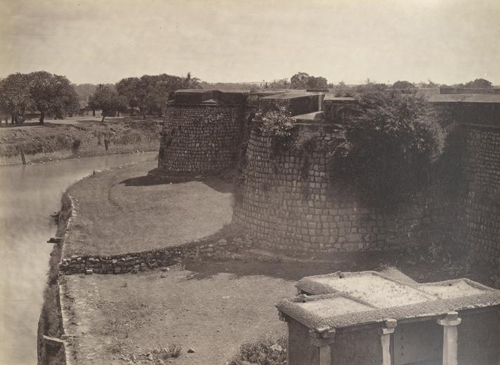 Ruined Bangalore Fort, 1860/©Nicholas Bros/WikiCommons
