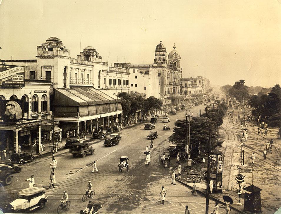 Chowringhee Square, Calcutta 1945 /©Mr. Claude Waddell/WikiCommons