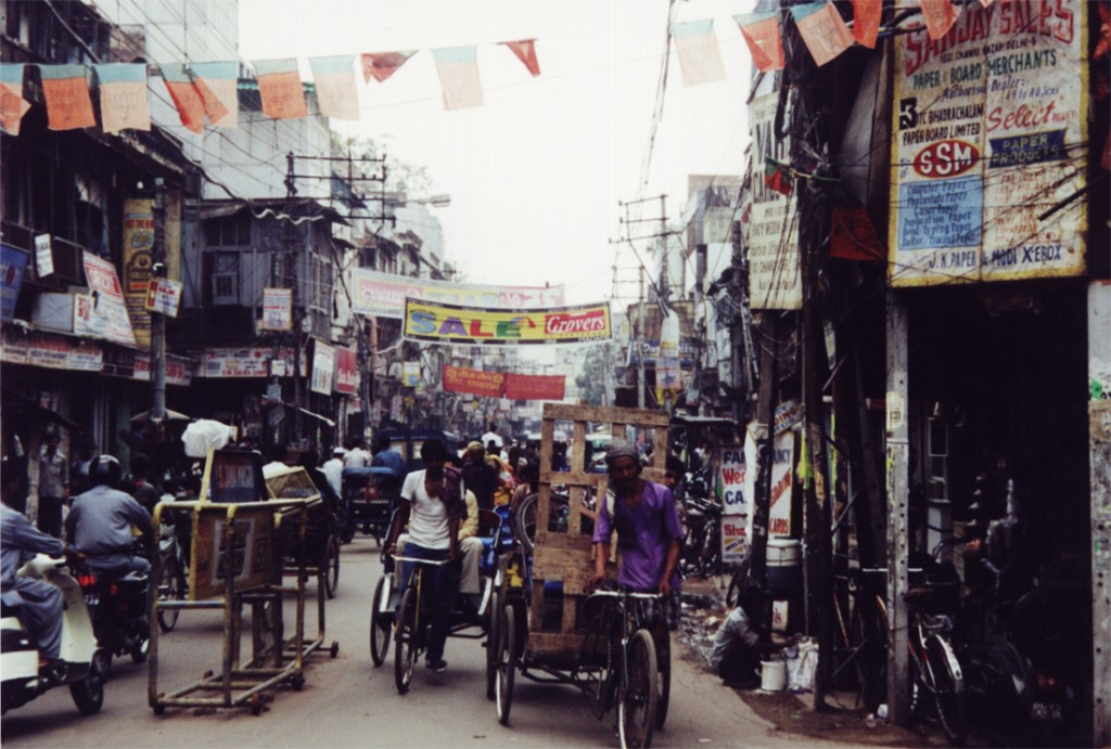 A street scene in Delhi, 2001/©Hynek Moravec/WikiCommons