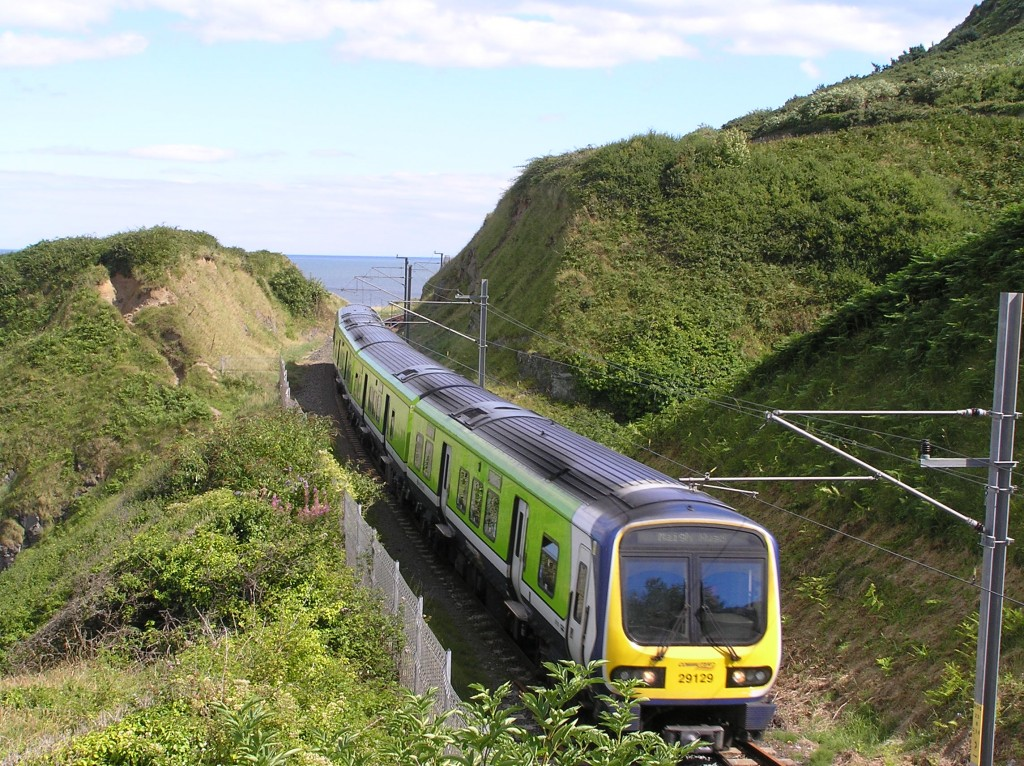 A 29000 Class South-Eastern Commuter train approaching Bray   © Terence Wiki / WikiCommons