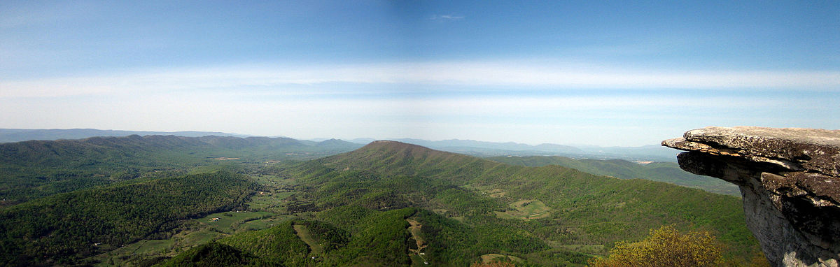 Panoramic image of the Catawba Valley from the McAfee Knob overlook | © Something Original/Wikicommons