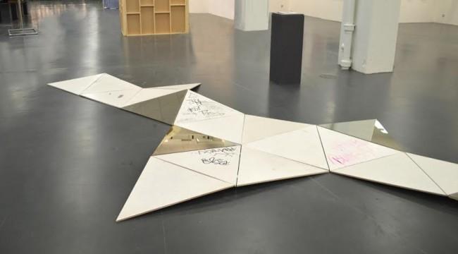 20 triangles 30 days | © Miriam Temme, Courtesy Gallery Burster, Berlin