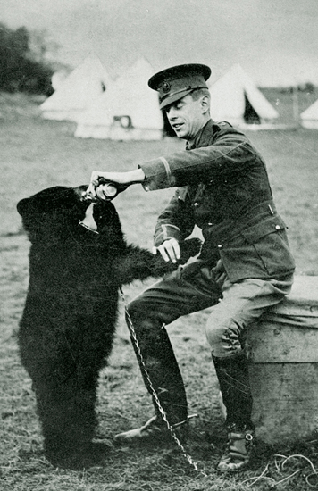 Harry Colebourne and Winnie | © Manitoba Provincial Archives / Flickr