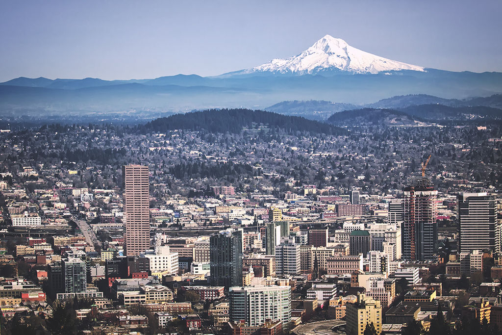 Portland, OR and Mount Hood from Pittock Mansion | © Steven Pavlov/Wikicommons