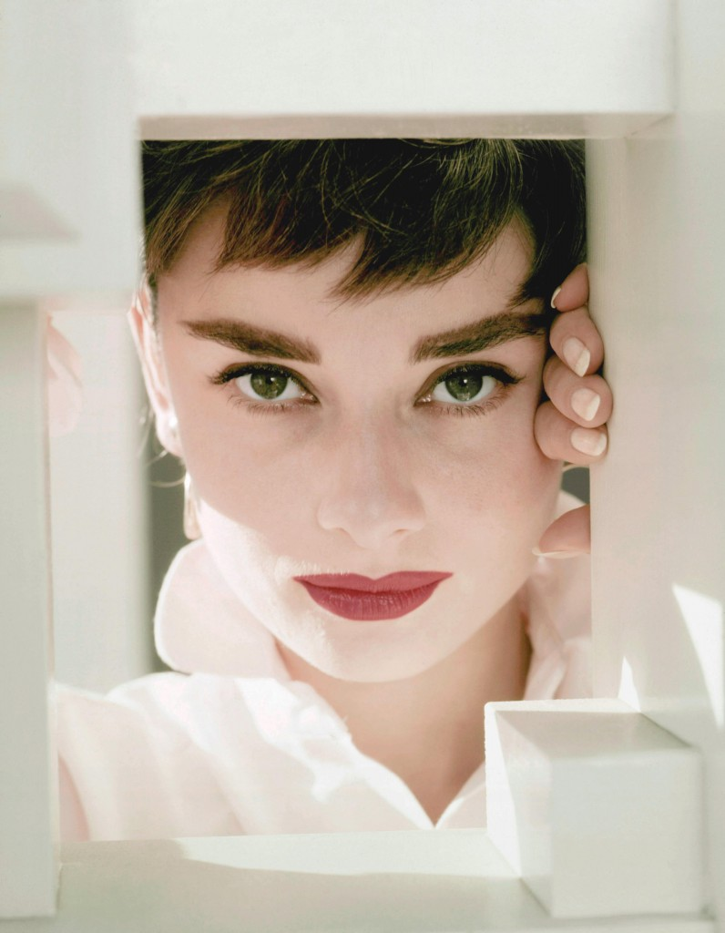 Hepburn, Audrey (1954) | Pers: Audrey Hepburn | Ref: XHE022QT | Photo Credit: [ The Kobal Collection / Engstead, John ] | Editorial use only related to cinema, television and personalities. Not for cover use, advertising or fictional works without specific prior agreement