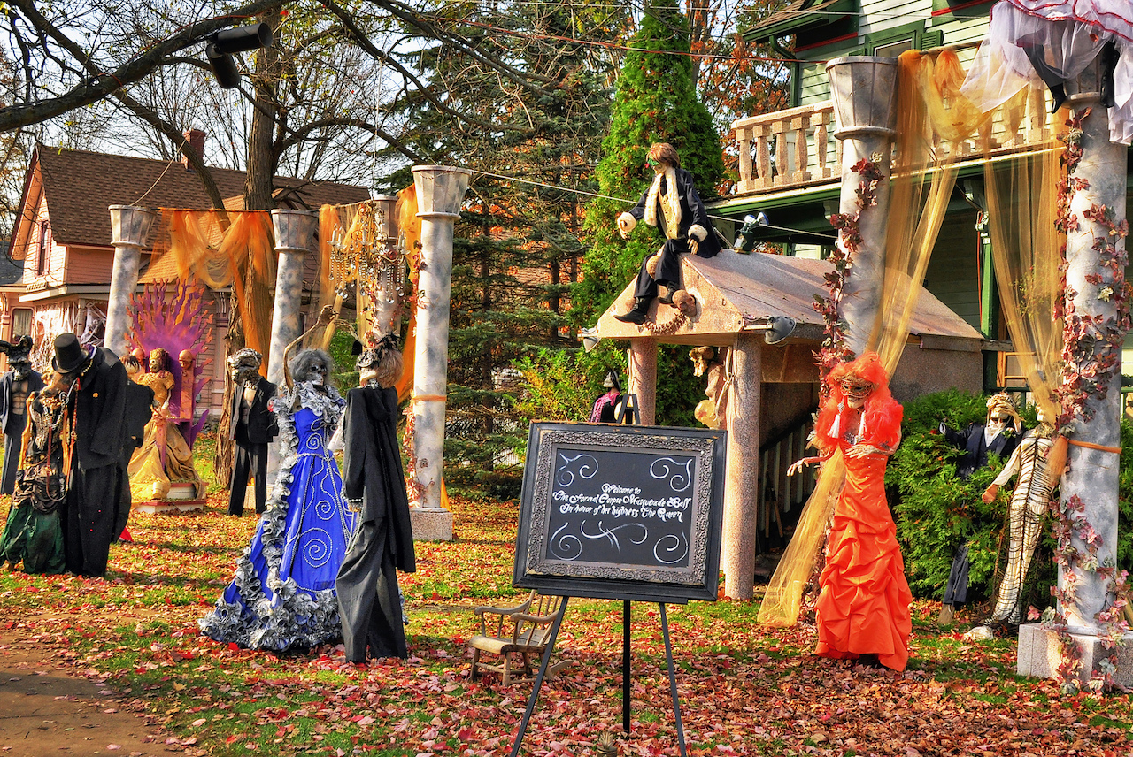 10 us cities & towns that take halloween very very seriously