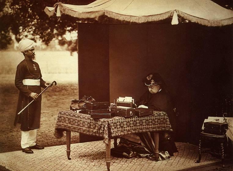Queen Victoria with Abdul Karim|Wikicommons
