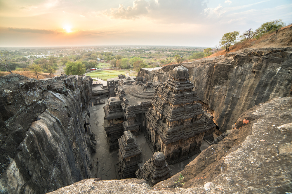 Kailas temple in Ellora caves complex, Maharashtra state in India © Alexander Mazurkevich / Shutterstock