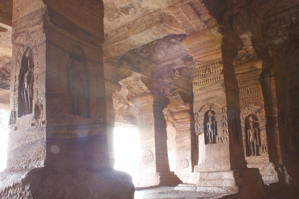 Sculpture at entrance of Cave at Badami, Karnataka, India, Asia © Alexandra Lande / Shutterstock