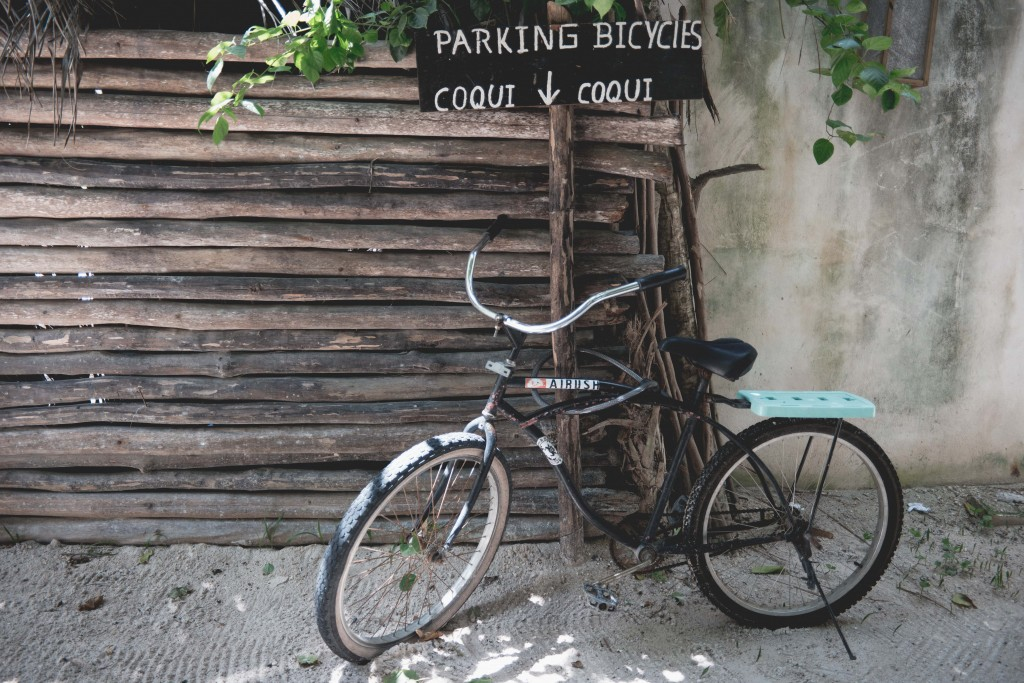 Bike riding through Tulum│ © Nan Palmero/Flickr