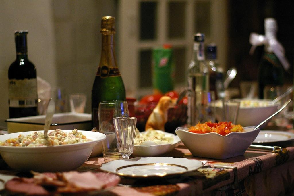 New Year's Eve Dinner | ©AdamBaker https://www.flickr.com/photos/atbaker/80919389
