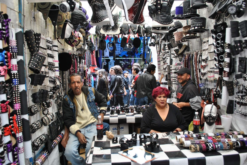 El Chopo Tianguis, Mexico City. A gathering place for many metaleros, emos and rockeros | © ProtoplasmaKid/WikiCommons