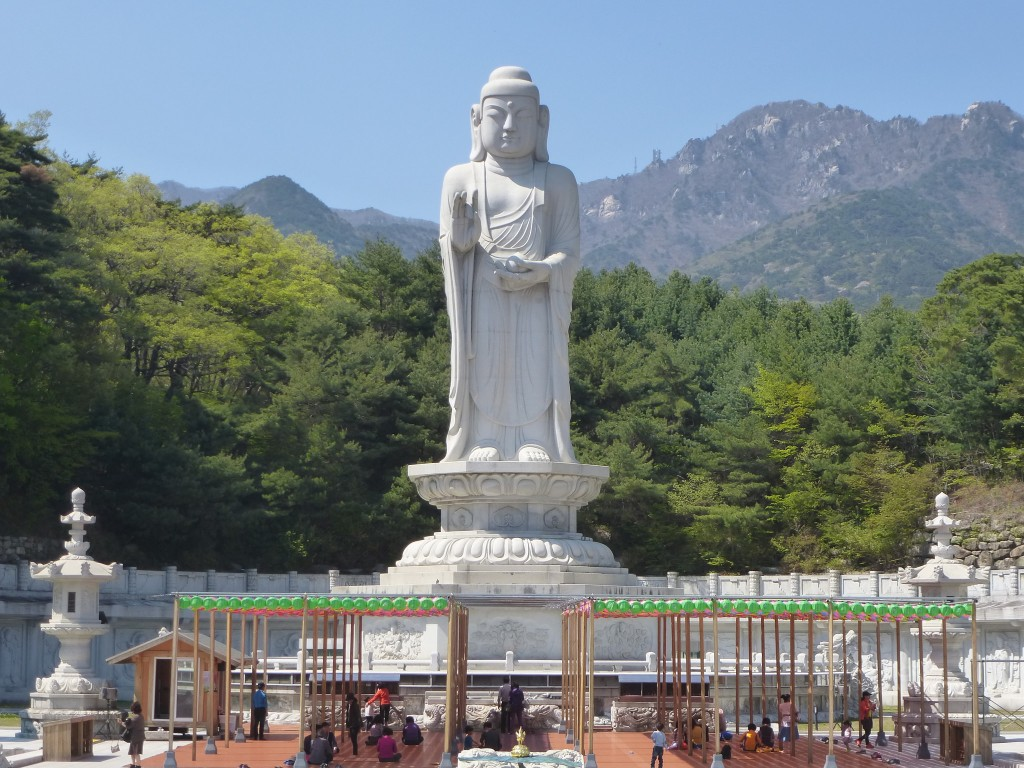 Donghwasa's Unification Buddha towers over the temple grounds | © Jacques Beaulieu / Flickr