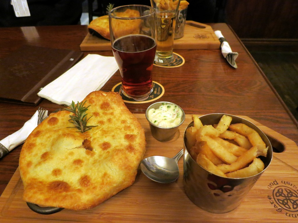 Dubh Linn Gate's Famous Steak and Guinness Pie © Ruth Hartnup / Flickr
