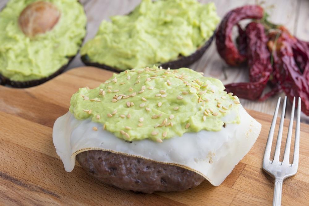 Hamburger of Black Angus with guacamole | © SKABARCAT/Shutterstock