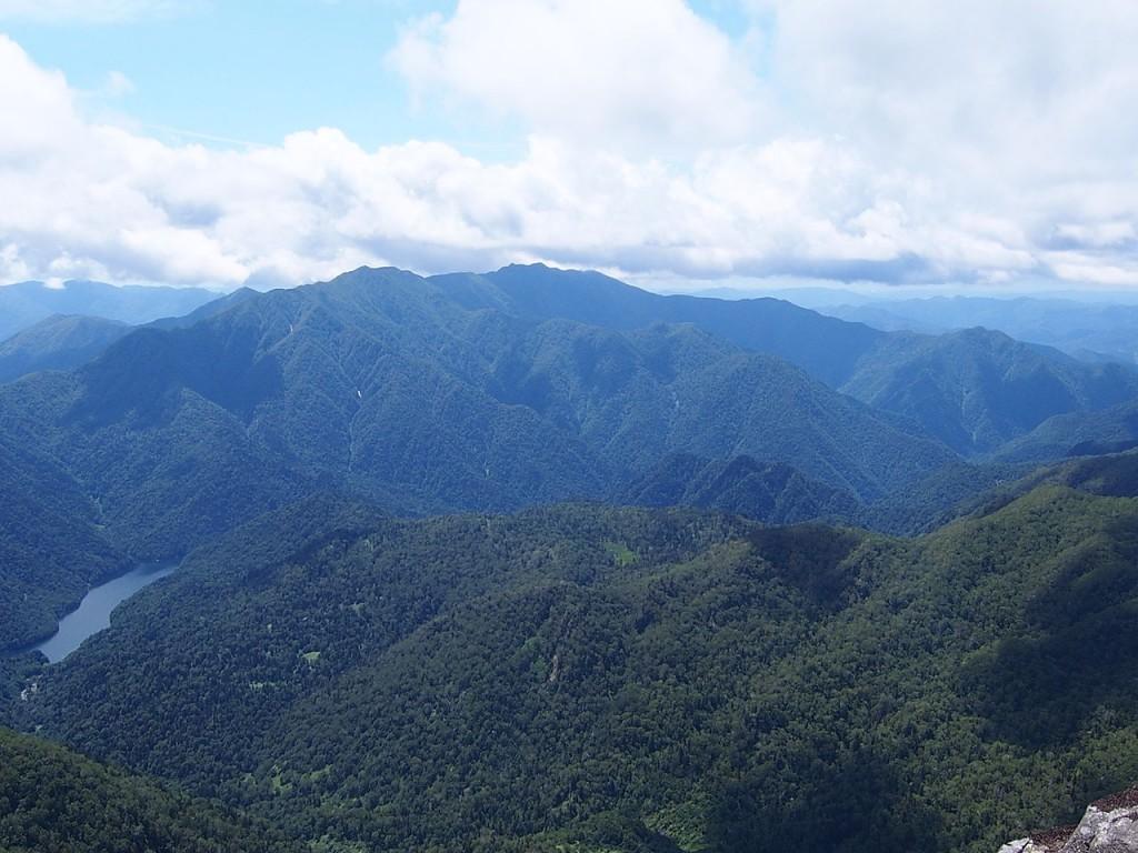 Mount Idonnappu and Lake Poroshiri seen from Mount Poroshiri   ©tondemasu / Wikimedia Commons