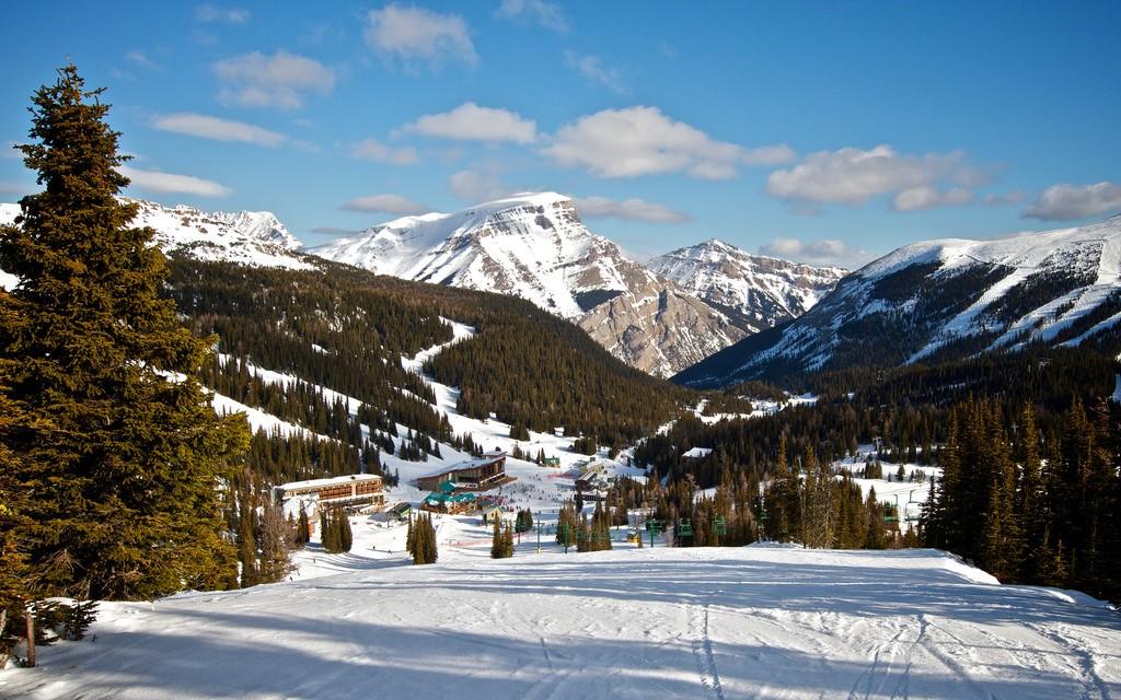 Ski in Spring at Sunshine Village   © David G Steadman / Flickr