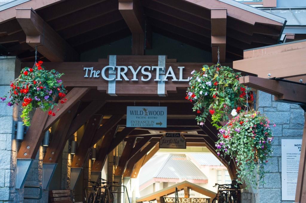 The Crystal Lodge & Lounge © Hayley Simpson