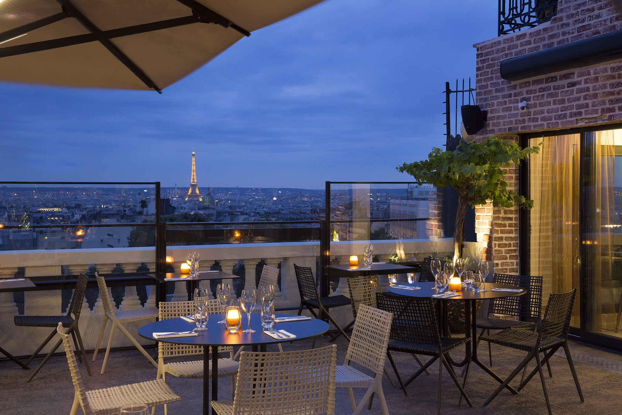The Essential Romantic Guide To Paris