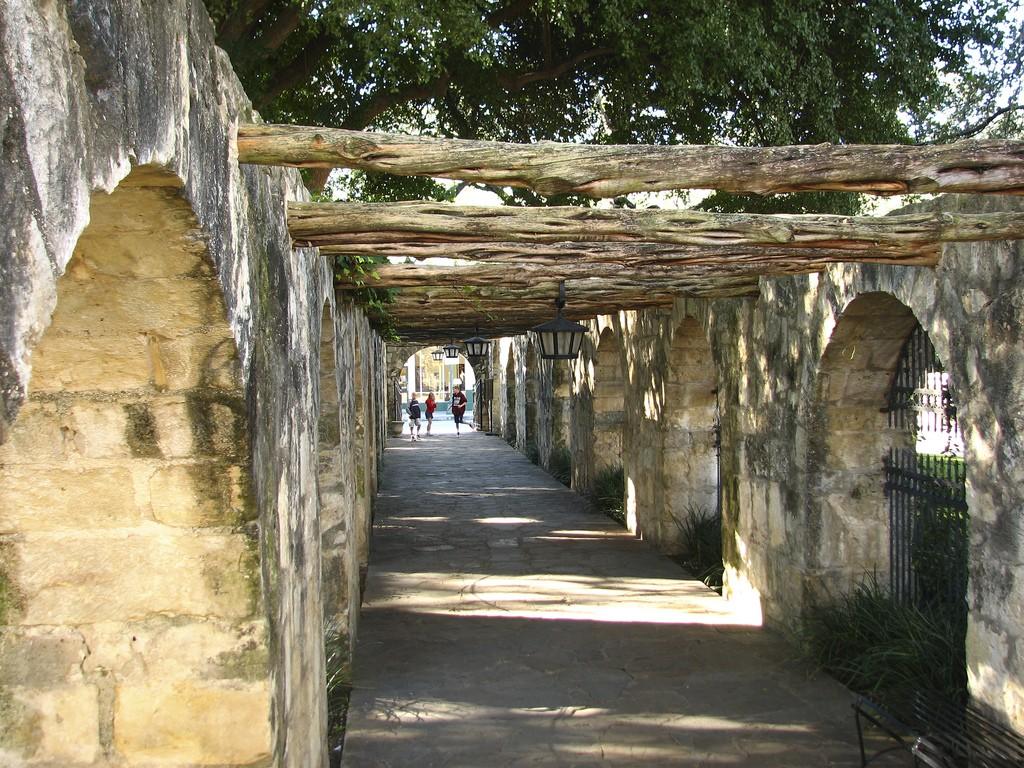 Walkway leading into the Alamo © Andy Eick