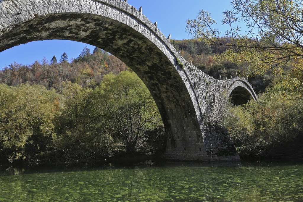 Traditional stone bridge in Zagorochoria |© Emmanuel Eragne/Flickr
