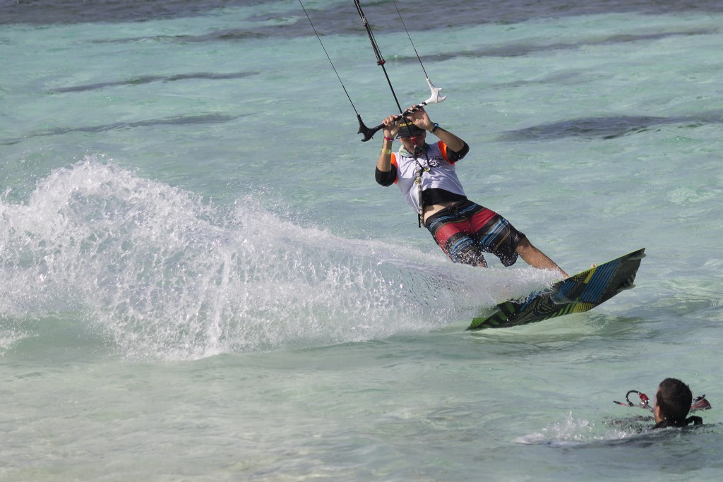 Kite Surfing in San Andres Island, Colombia © Byron Rizo Bayona / Flickr