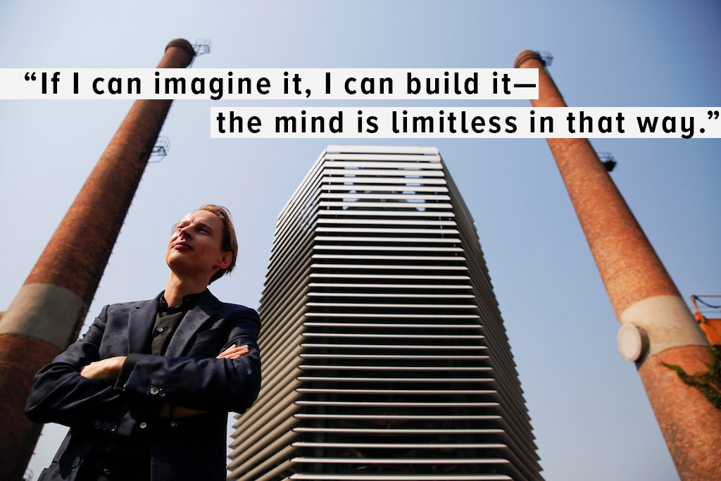 Dutch artist and innovator Daan Roosegaarde poses in front of the Smog Free Tower, the world's largest smog vacuum cleaner as he presents his The Smog Free Project at D-751 art zone in Beijing September 29, 2016 | © Damir Sagol/REUTERS