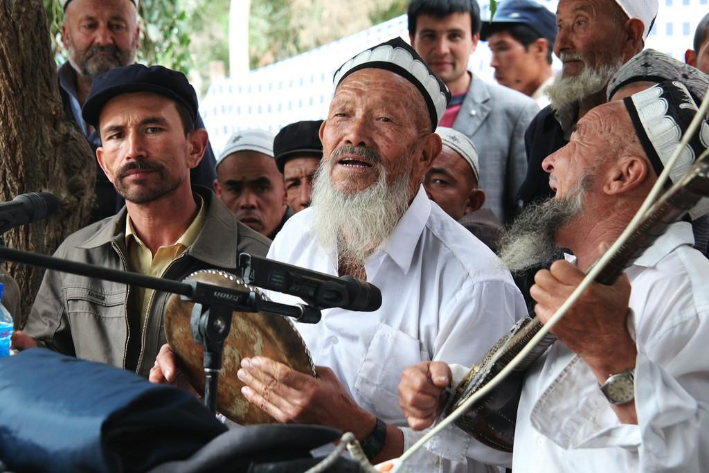 Local musicians at mashrap, Yarkand| ©traveling mipo